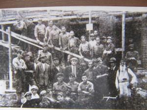 На будівництві синагоги у Камені-Кошерському. Серед будівеельників гіпотетично могли бути Гершон Сокол із синами. 20-і роки ХХ ст.